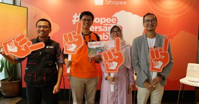 ShopeeBersamaLombok - Keempat narasumber berfoto bersama