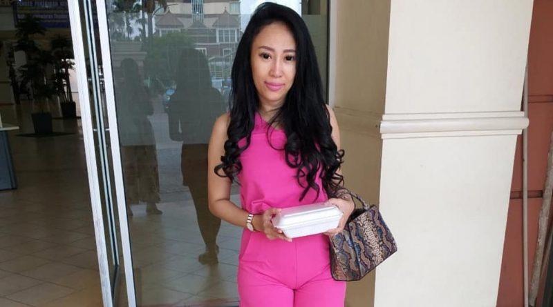 Unggah Foto Vulgar, Dewi Sanca Di Bully Warga Net