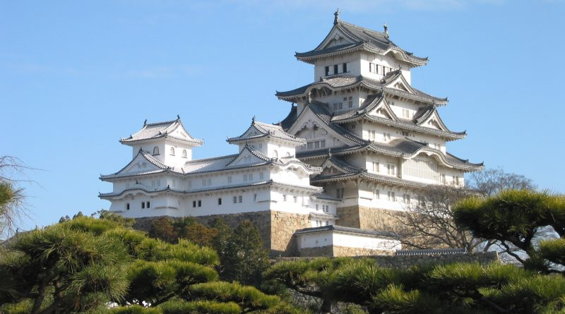 Himeji_Castle_The_Keep_Towers_edited