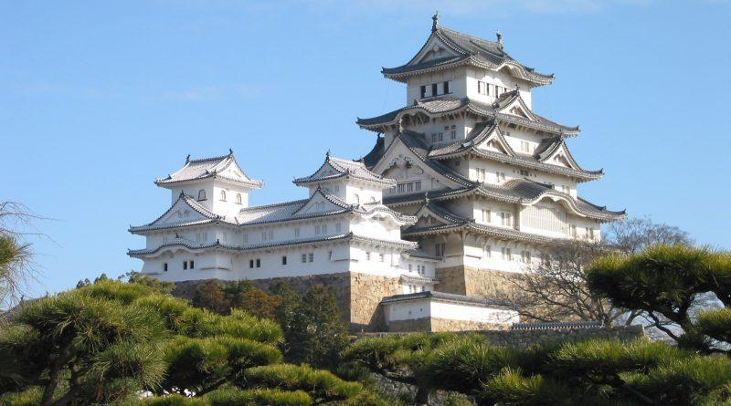 Himeji_Castle_The_Keep_Towers_edited