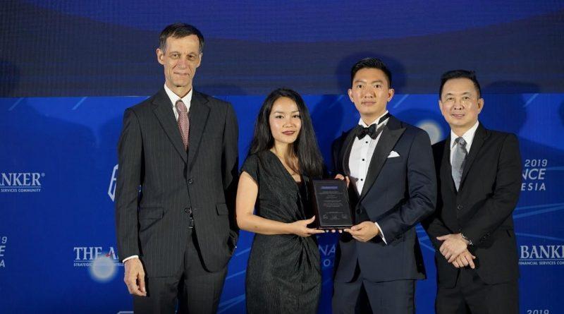 FOTO 3 - Kredivo saat menerima The Asian Banker Awards